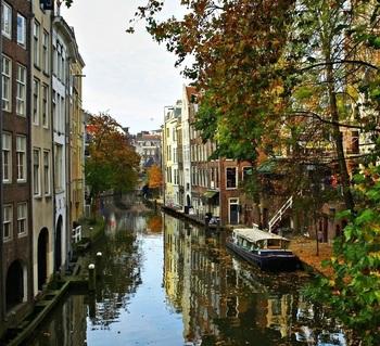 【オランダ】ユトレヒト、秋のアウデグラフト運河1.jpg