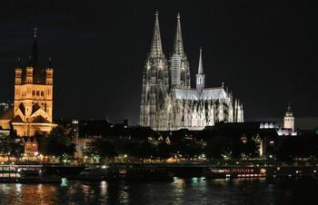 【ドイツ】ケルン大聖堂の夜景。AwzTp.jpg