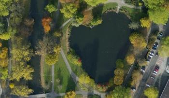 【ハート型地形23】ドイツのブラウンシュヴァイクにあるハート型の池1].jpg