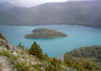【ハート型地形29】グティエレス湖、、アルゼンチンにあるハート型の島[1].jpg