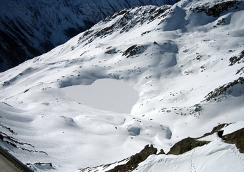【ハート型地形31】オーストリアのアルプスにある凍った湖].jpg
