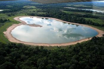 【ハート型地形32】ブラジルのサリーナ湖[1].jpg