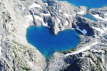 ハート型湖.jpg