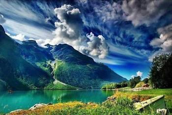 暗雲-山と湖.jpg